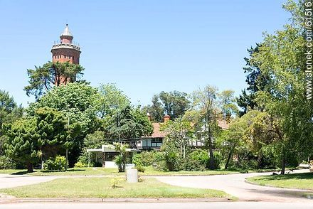 Las Delicias Avenue and Carnostie St.. The Tower of the hotel - Photos of L'Auberge hotel in Rincon del Indio - Punta del Este and its near resorts - URUGUAY. Image #61516