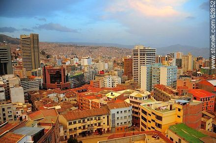 View of buildings, mountains, houses - Photos of the City  of La Paz - Bolivia - Others in SOUTH AMERICA. Image #62852