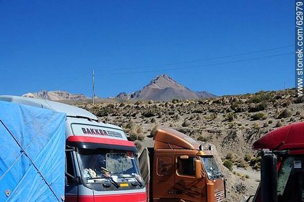 Trucks at the border - Photos of Departmant of La Paz - Altiplano, Others in SOUTH AMERICA. Image #62979