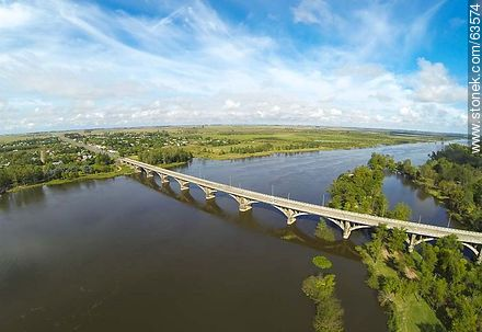 Aerial photo of the bridge on Route 5 on the Río Negro. Pueblo Centenario  - Photos of the city of Paso de los Toros - Tacuarembo - URUGUAY. Image #63574