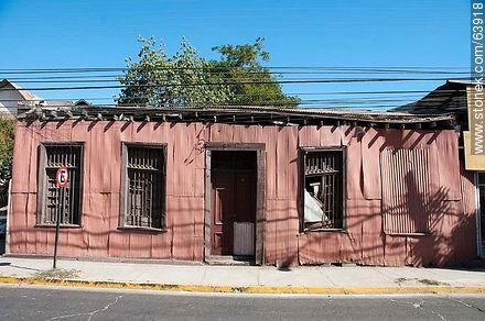 The Condell street. Sheet metal walls house - Photos of the City of Quillota - Chile - Others in SOUTH AMERICA. Image #63918