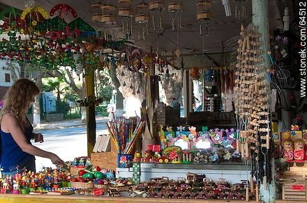 Sale of crafts in the Plaza de Armas - Photos of Olmué - Chile - Others in SOUTH AMERICA. Image #64512