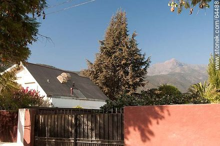 Houses and hills - Photos of Olmué - Chile - Others in SOUTH AMERICA. Image #64488