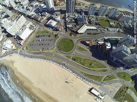 Overhead view of the roundabout at Parada 1. Terminal bus. - Photos of promenades, URUGUAY. Image #64564