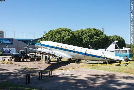 Refurbishing a Pluna Boeing DC-3 airplane - Extra photos of Montevideo., URUGUAY. Image #64669