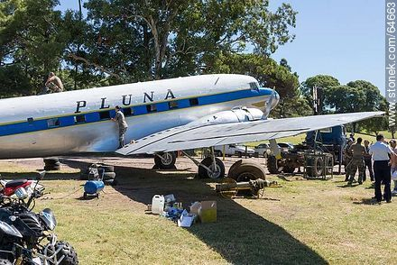 Refurbishing a Pluna Boeing DC-3 airplane - Extra photos of Montevideo., URUGUAY. Image #64663