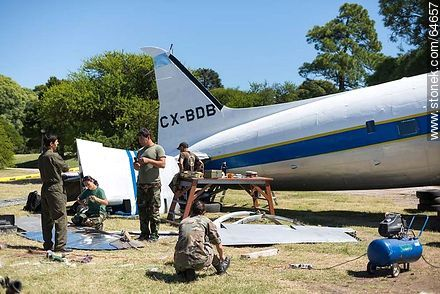 Refurbishing a Pluna Boeing DC-3 airplane - Extra photos of Montevideo., URUGUAY. Image #64657