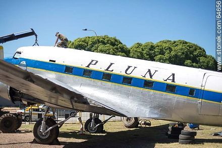Refurbishing a Pluna Boeing DC-3 airplane - Extra photos of Montevideo., URUGUAY. Image #64656