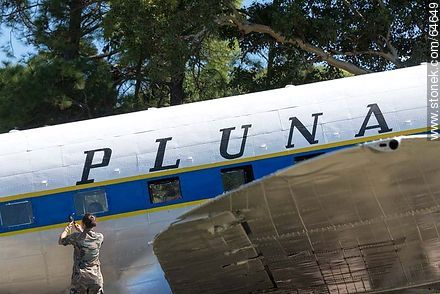 Refurbishing a Pluna Boeing DC-3 airplane - Extra photos of Montevideo. - Department and city of Montevideo - URUGUAY. Image #64649