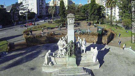 Monument to José Pedro Varela in the plaza of the same name - Photos of Pocitos quarter - Department and city of Montevideo - URUGUAY. Image #64757