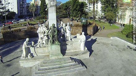 Monument to José Pedro Varela in the plaza of the same name - Photos of Pocitos quarter - Department and city of Montevideo - URUGUAY. Image #64756