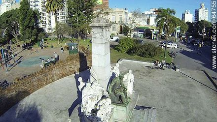 Monument to José Pedro Varela in the plaza of the same name - Photos of Pocitos quarter - Department and city of Montevideo - URUGUAY. Image #64755