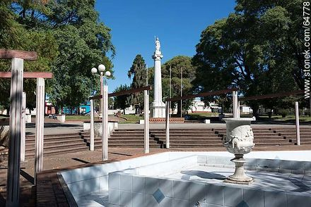 Plaza Rivera. Statue of Liberty - Photos of the City of Mercedes, URUGUAY. Image #64778