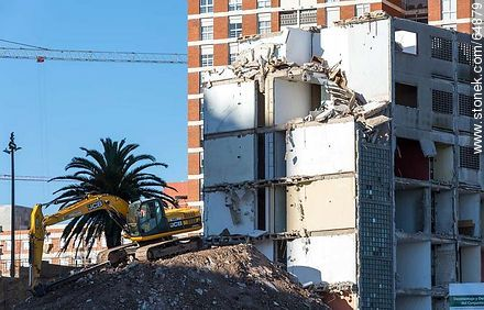 Step of the demolition CH20 condo in the Rambla Argentina (2014) - Photos of Barrio Sur (South quarter), URUGUAY. Image #64879