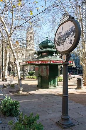 Ancient poster and kiosk with the background of the Metropolitan Cathedral - Photo of Constitucion(Matriz) square and surroundings - Department and city of Montevideo - URUGUAY. Image #64857
