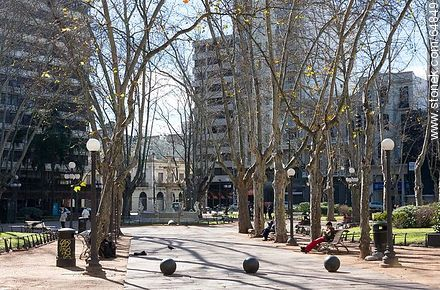 Plaza Constitución in winter, a sunny day - Photo of Constitucion(Matriz) square and surroundings - Department and city of Montevideo - URUGUAY. Image #64849
