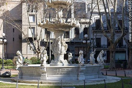 Fountain in Plaza Constitución - Photo of Constitucion(Matriz) square and surroundings - Department and city of Montevideo - URUGUAY. Image #64836