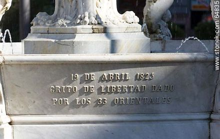 Fountain in Plaza Constitución - Photo of Constitucion(Matriz) square and surroundings - Department and city of Montevideo - URUGUAY. Image #64835