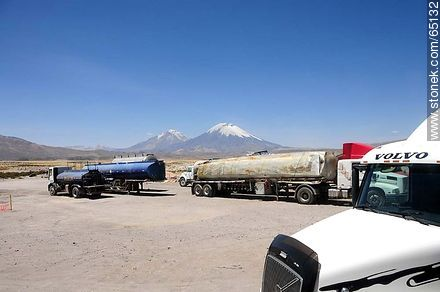 Chucuyo checkpoint. Altitude: 4400m - Photos of the Province of Parinacota - Chile - Others in SOUTH AMERICA. Image #65132