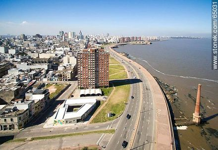 Aerial photo of a section of the Ciudad Vieja. Street Guarani - Photos of the Old City - Department and city of Montevideo - URUGUAY. Image #65031