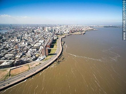 Aerial photo of a section of the Ciudad Vieja. Ramblas Francia and Gran Bretaña - Photos of the Old City - Department and city of Montevideo - URUGUAY. Image #65039