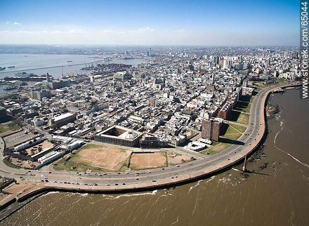 Aerial photo of a section of the Ciudad Vieja. Ramblas Francia and Gran Bretaña - Photos of the Old City - Department and city of Montevideo - URUGUAY. Image #65044