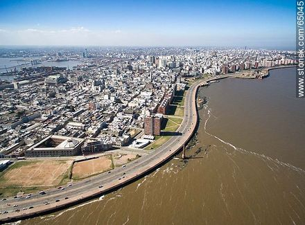 Aerial photo of a section of the Ciudad Vieja. Ramblas Francia and Gran Bretaña - Photos of the Old City - Department and city of Montevideo - URUGUAY. Image #65045