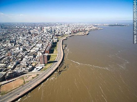 Aerial photo of a section of the Ciudad Vieja. Ramblas Francia and Gran Bretaña - Photos of the Old City - Department and city of Montevideo - URUGUAY. Image #65046