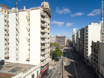 AeAerial photo of the avenues 18 de Julio and Constituyente - Photos of downtown - Department and city of Montevideo - URUGUAY. Image #65248