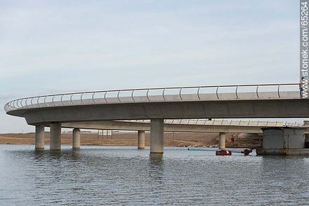 final stage of the construction of the bridge over the Garzon lagoon - Photos of Garzon lagoon - Department of Rocha - URUGUAY. Image #65264