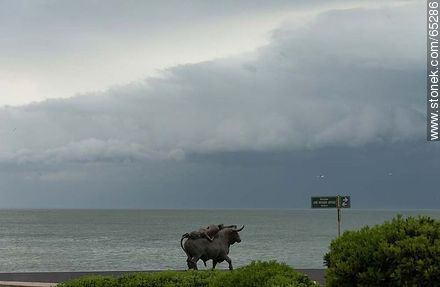Sculpture of a bull and a woman in approaching storm - Photos of Peninsula de Punta del Este, URUGUAY. Image #65286