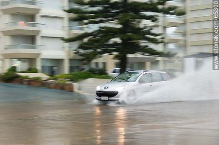 Car circulating on the flooded promenade - Photos of promenades, URUGUAY. Image #65300