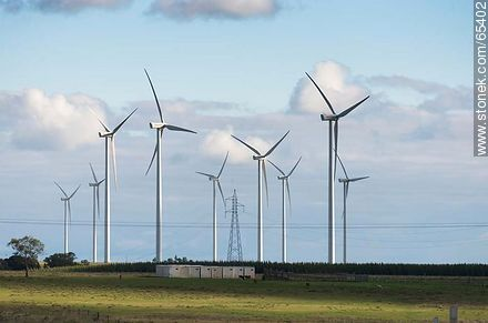 Wind farm and power transmission networks - Photos of the rural area of Tacuarembó - Tacuarembo - URUGUAY. Image #65402