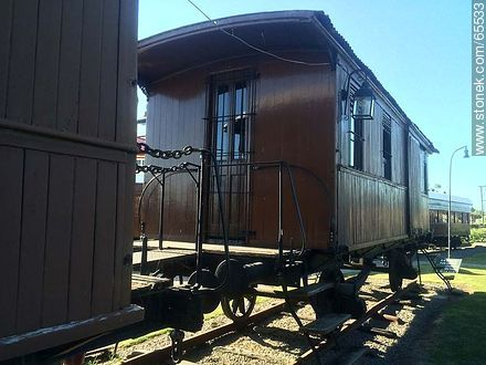 Exterior of old wagons - Photos of Colonia del Sacramento - Department of Colonia - URUGUAY. Image #65533