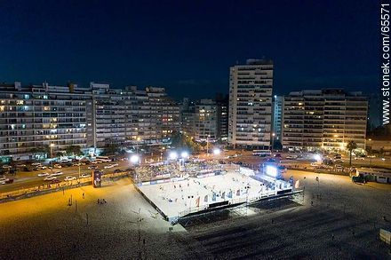 Aerial night view of a sports space on the beach - Photos of Pocitos quarter - Department and city of Montevideo - URUGUAY. Image #65571