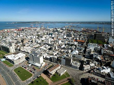 Aerial view of  the quarter Ciudad Vieja - Photos of the Old City - Department and city of Montevideo - URUGUAY. Image #65701