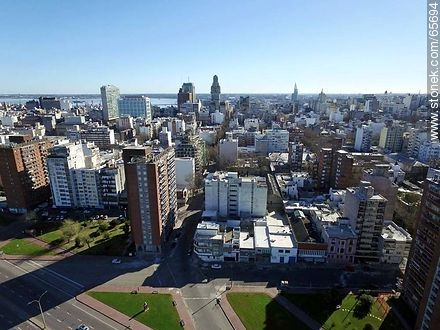 Aerial view of the rambla and Andes and Maldonado streets - Photos of downtown - Department and city of Montevideo - URUGUAY. Image #65694