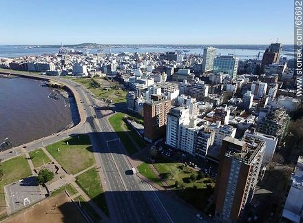 Aerial view of  the quarters Centro and Ciudad Vieja - Photos of the Old City - Department and city of Montevideo - URUGUAY. Image #65692