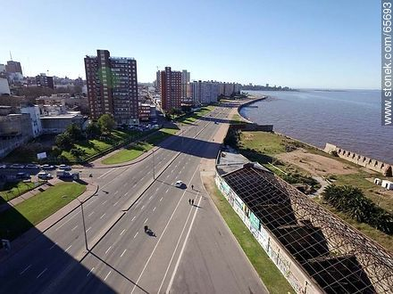 Aerial view of the Rambla Argentina and dam Mauá - Photos of Barrio Sur (South quarter) - Department and city of Montevideo - URUGUAY. Image #65693