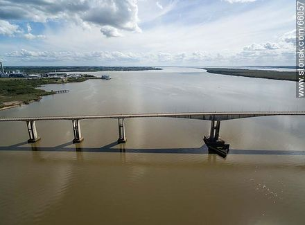 Aerial view of the Gral. San Martín bridge linking Fray Bentos (UY) and Puerto Unzué (AR) - Photos of Fray Bentos - Rio Negro - URUGUAY. Image #66057