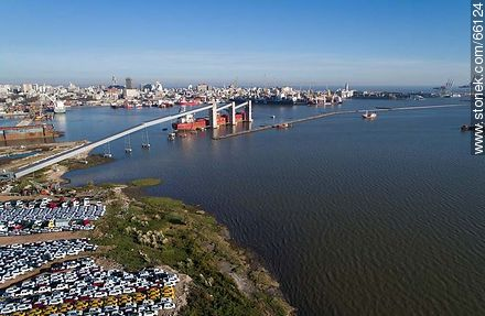 Aerial view of the conveyor belt of grain in the port - Photos of the Port area - Port of Montevideo, URUGUAY. Image #66124