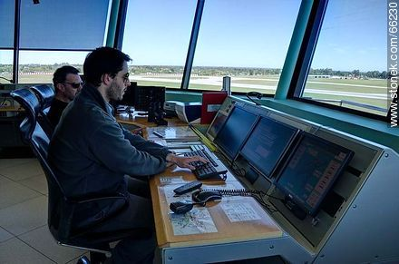 Interior of the control tower of Carrasco airport - Photos of the International Airport of Carrasco - Km 20, Route 101, URUGUAY. Image #66230