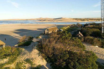 Vegetation and houses between the dunes - Photos of Valizas. - Department of Rocha - URUGUAY. Image #66272