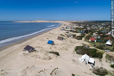 Aerial photo of the coast with houses between the dunes - Photos of Valizas. - Department of Rocha - URUGUAY. Image #66289