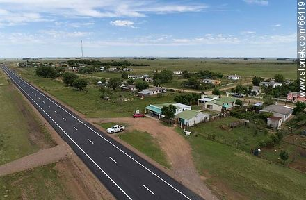 Aerial view of the village of Masoller on route 30. Departmental boundaries between Rivera, Salto and Artigas. - Photos of the village Masoller - Department of Rivera - URUGUAY. Image #66419