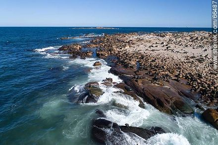 Aerial view of Isla Rasa and its sea lion colony - Photos of Cabo Polonio. - Department of Rocha - URUGUAY. Image #66487