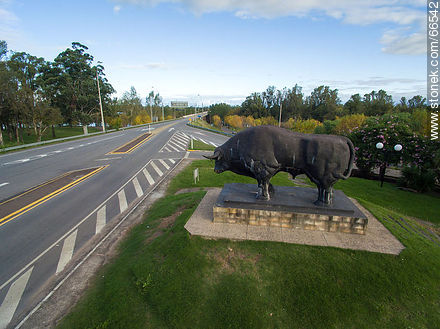 Aerial view of the bull and route 5 to the south - Photos of the city of Paso de los Toros - Tacuarembo - URUGUAY. Image #66542
