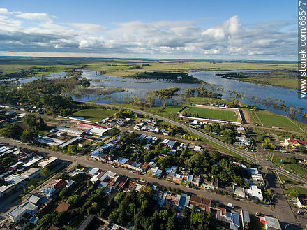 Aerial view of the city. The Río Negro River overflowed - Photos of the city of Paso de los Toros - Tacuarembo - URUGUAY. Image #66547
