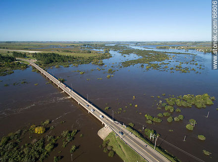 Aerial view of the bridge on route 5 over the Rio Negro River - Photos of the city of Paso de los Toros - Tacuarembo - URUGUAY. Image #66606