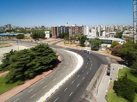 Circunvalación Avenida de las Leyes (Avenue of Laws) - Photos of Palacio Legislativo - Department and city of Montevideo - URUGUAY. Image #66670